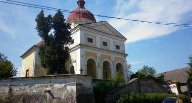 Kostel sv. Petra a Pavla v Dolních Chvatlinách